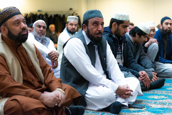 Islamsk lærd og imam Muhammad Mahmood- Ul Hassan i midten kunne resitere helle Koranen utenat. Foto: Morten Lauveng Jørgensen