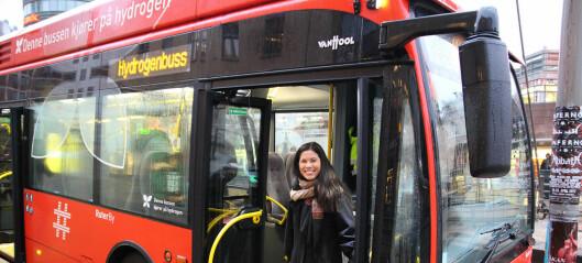 Regjeringen vil øke momsen for kollektivtrafikk. Byrådet må ut med 43 millioner for å unngå økte priser og kutt i tilbudet