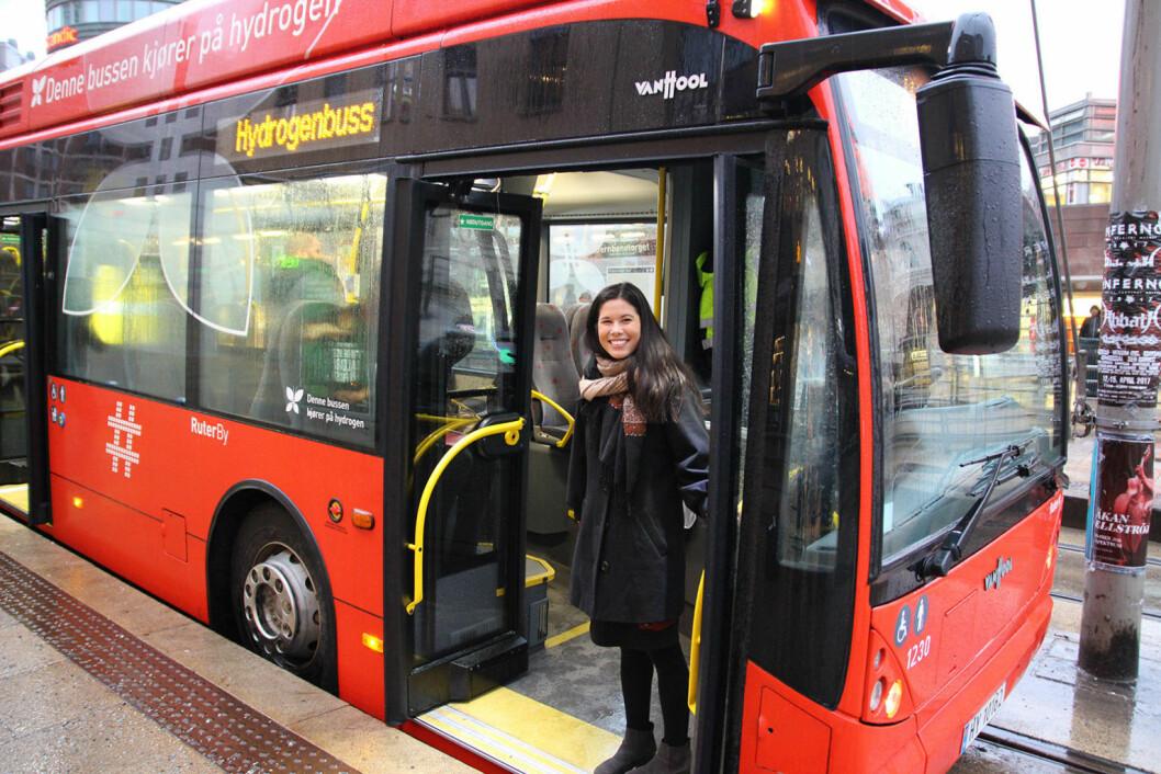 Lan Marie Nguyen Berg fotografert i en av Ruters hydrogenbusser i januar i år. Foto: Susanne Skaug og Nafisa Zaheer
