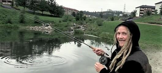 Street fisher Kristian Leraand fisker i Frognerparken, Alnaelva og Hovinbekken. Se video