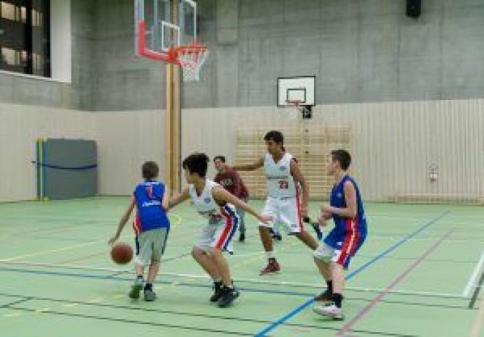Den aller første kampen i Vahl idrettshall ble i basket. Foto: Anna Carlsson