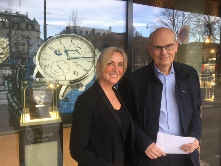 Michael Tetzschner og Mia Fossheim Krohn utenfor Thune Jewelry & Watches i Stortingsgaten. Foto: Vegard Velle