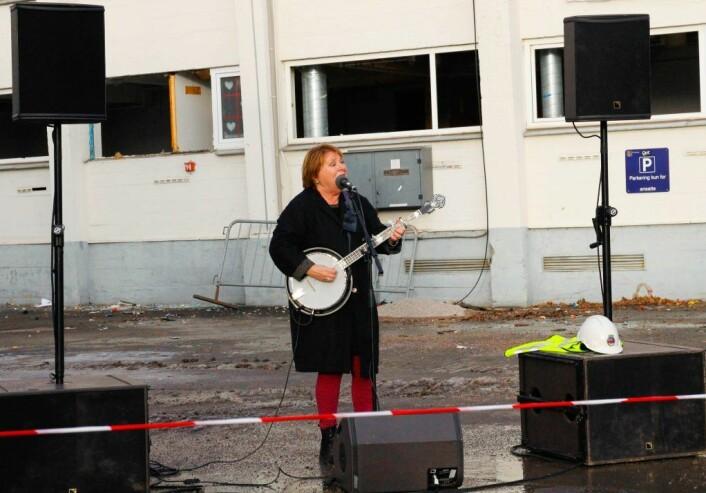 """Banjo-Kari"" sang og spilte, naturlig nok, banjo. Foto: Nafisa Zaheer"