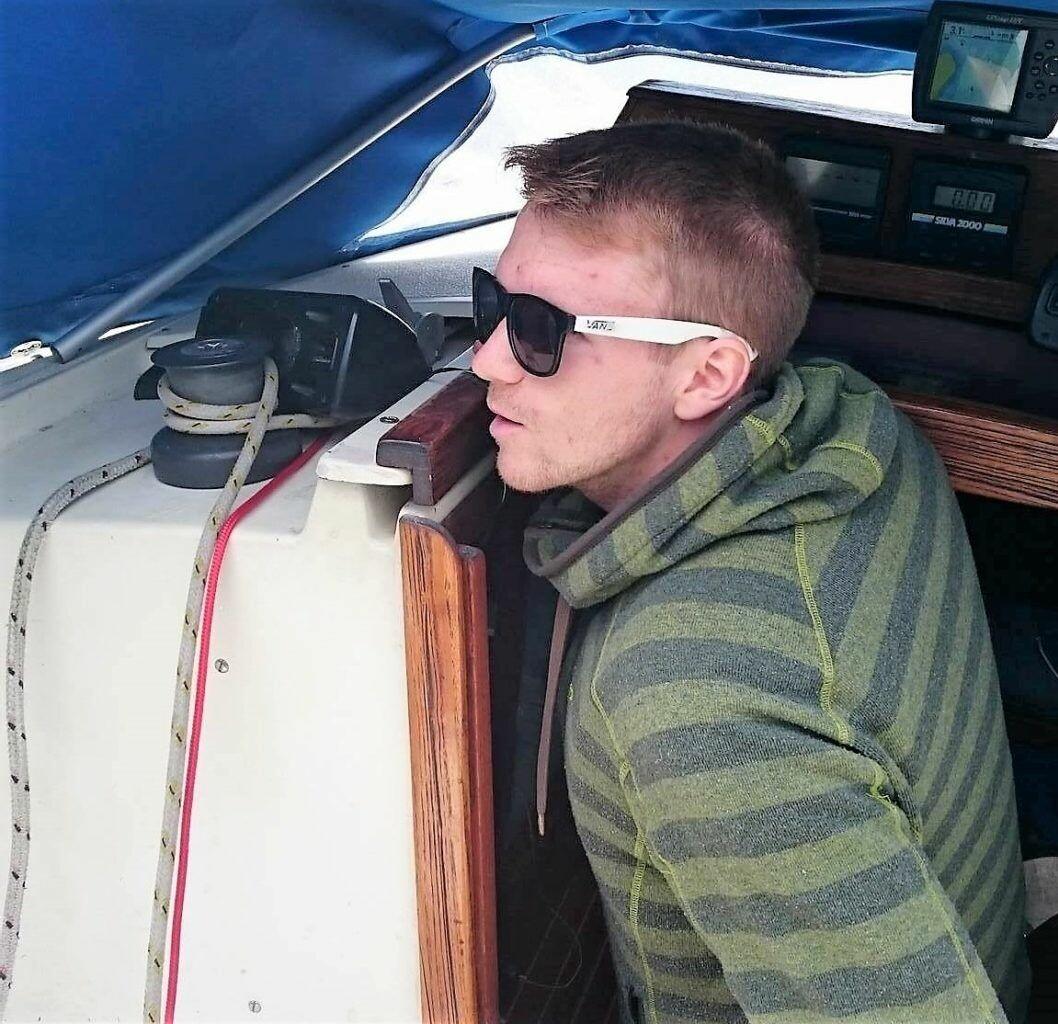 Tage Erlend Tellnes finner ro og frihet om bord i båten i Oslo. Foto T. E. Tellnes