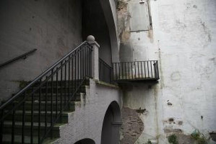 De innvendige trappene er rufsete majestetiske og minner om byggets fortid som Kiellands dropsfabrikk. Foto: Elisabeth Ulla Uksnøy
