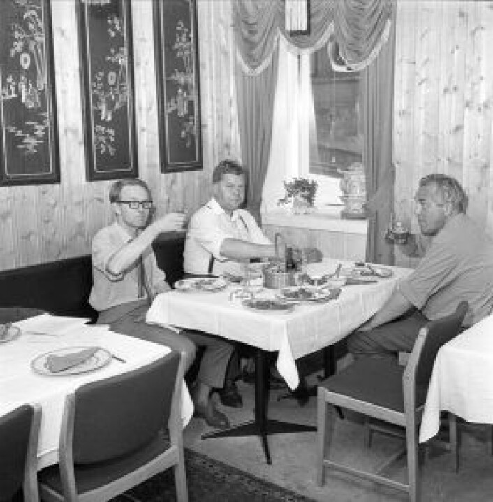 Gjester koser seg på China House i juli 1966, kun tre år etter åpningen. Kilde: Dagbladet, juli 1966
