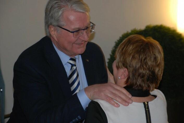 Fabian Stang fikk trøst av Høyres tidligere helsebyråd i Oslo, Anne Herseth. Foto: Arnsten Linstad