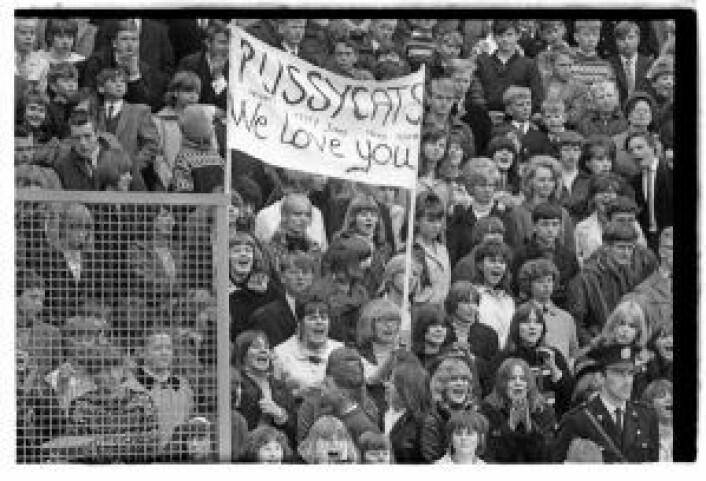 """""""Pussycats we love you"""" på Jordal Amfi,<br /> 1. mai 1966. Foto: Ukjent / Oslobilder.no / CC3.0"""
