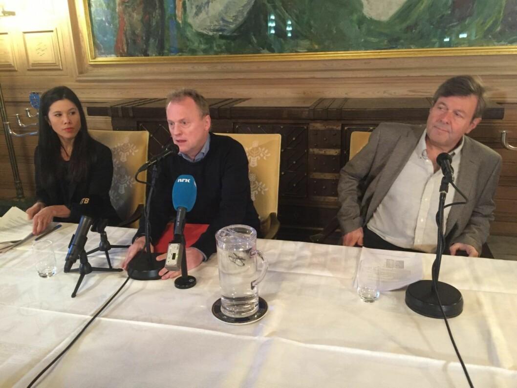Byråd Lan Marie Berg, byrådsleder Raymond Johansen og ny søppeldirektør Arild Sundberg forteller at de tar over ansvaret for søppelinnhentingen i byen.