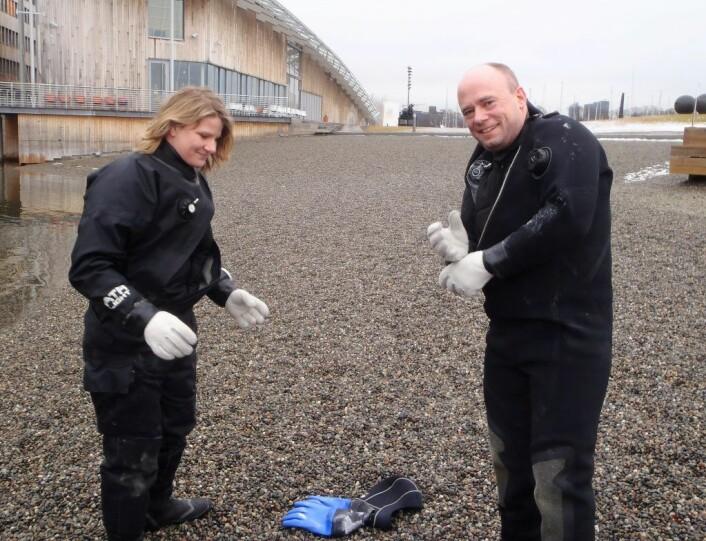 Anne Selsjord og Rune Edvin Haldorsen fra Indre Oslofjord undervannsklubb gjør seg klare til et vinterdykk