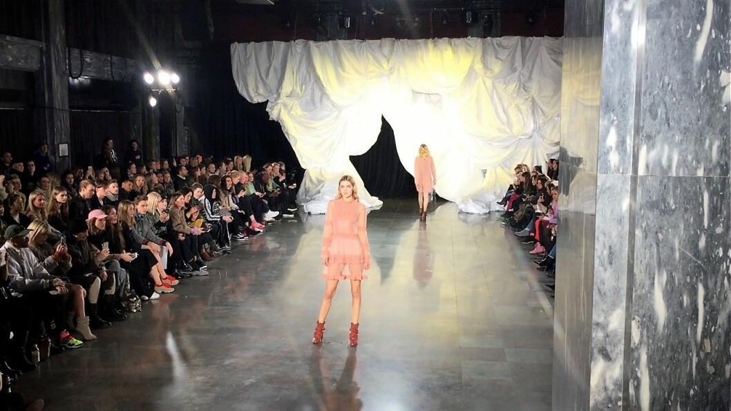 På Oslo Runway presenterte norske designere moter for et internasjonalt publikum.