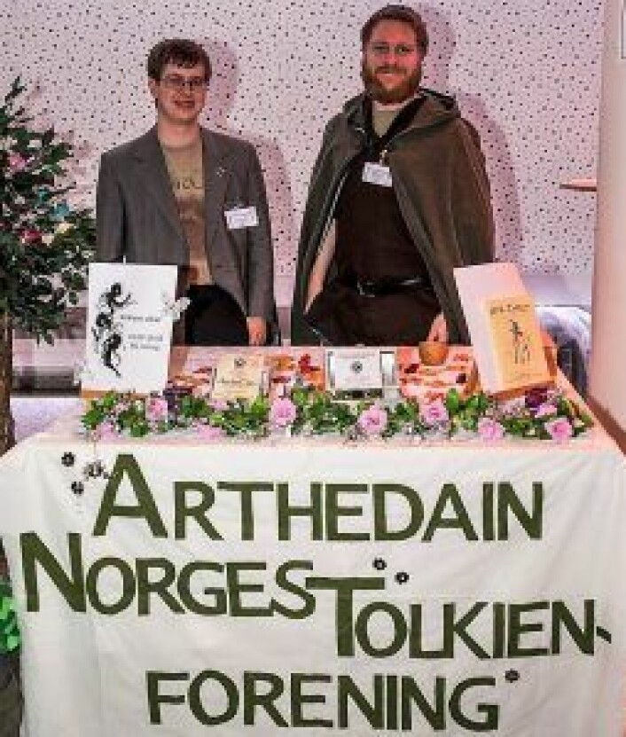Vegard Ovland og Frode Lund Tharaldsen fra Norges Tolkienforening. Foto: Willy Larsen