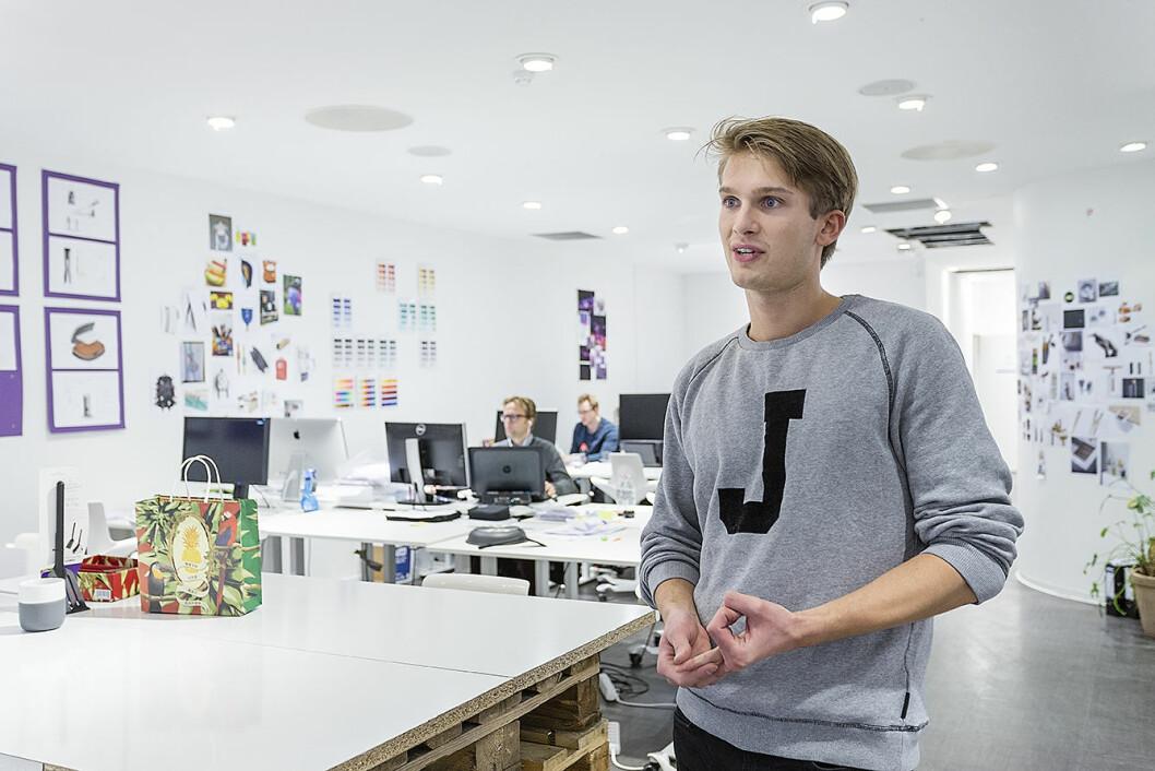 Sebastian Skar forteller om Unikias konsept som både butikk og ide-laboratorium. Foto: Stine Raastad