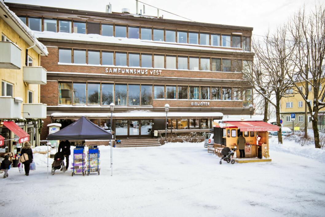 Røa bibliotek har ikke åpningstider tilpasset arbeidsfolk, mener bibliotekbruker Ketil Fjeld.