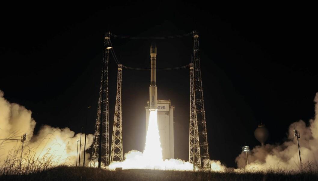 Tre, to, en: Den nye Sentinel-satellitten på vei opp grytidlig på tirsdag. Foto: ESA–Stephane Corvaja, 2017