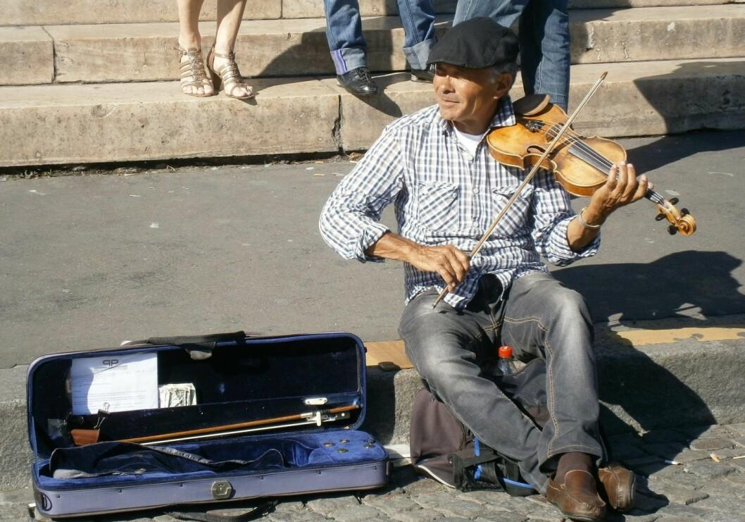 Sterke reaksjoner mot oslopolitiet etter tweet om gatemusiker som fikk ødelagt fiolinen sin. Illustrasjonsbilde: Wikimedia commons