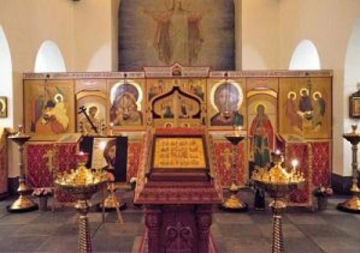 Utsmykking i kirken: Fremst i kirken står ikonostasen, veggen med bibelske avbildinger. Foto: Yasmin Sfrintzeris