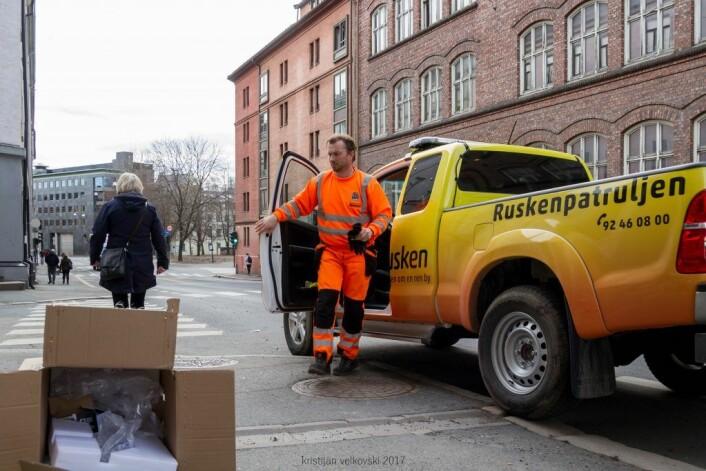 Noen har sendt inn en melding via rusken-appen, og Ruskenpatruljen rykker ut. Foto: Kristijan Velkovski