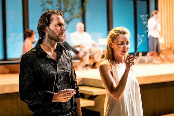 Som lauvet i Vallombrosa. Olof (Gard Skagestad) og Clara (Marie Blokhus). Foto: Mats Bäcker / Det Norske Teatret