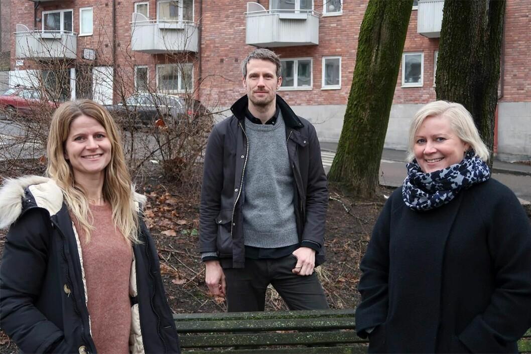 Fra venstre: Leder for FACT Sagene, spesialsykepleier Kristin Normann Wergeland, overlege og psykiater Florian Schönfeld, og spesialsykepleier Ellen Skodje. Foto: Bydel Sagene