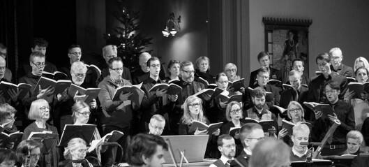 Paulikor synger vakre koraller til stygge ord om å korsfeste Jesus i Sofienberg kirke