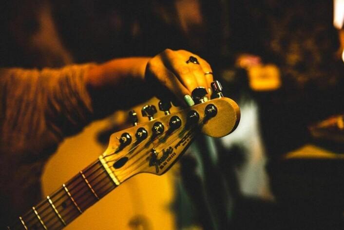 — På ungdomsskolen tok jeg valgfaget å spille i band på rockefabrikken. Foto: Samir Madad