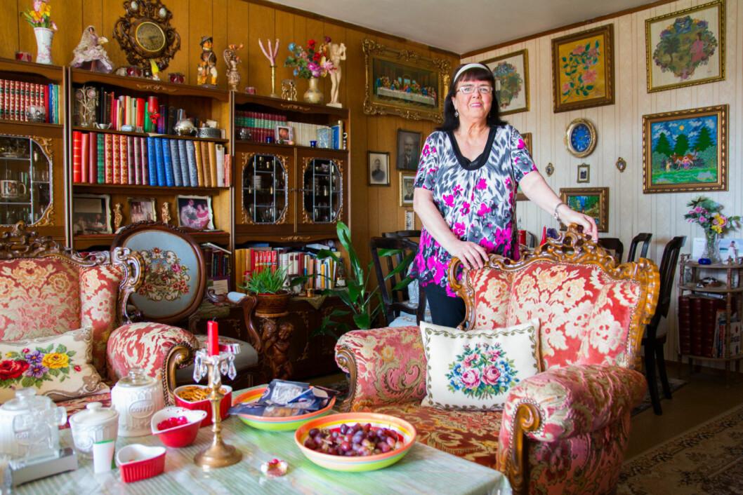 Den kreative Romsås-damen har satt sitt preg på det meste av interiøret og har mye kunst på veggene. Foto: Susanne Skaug