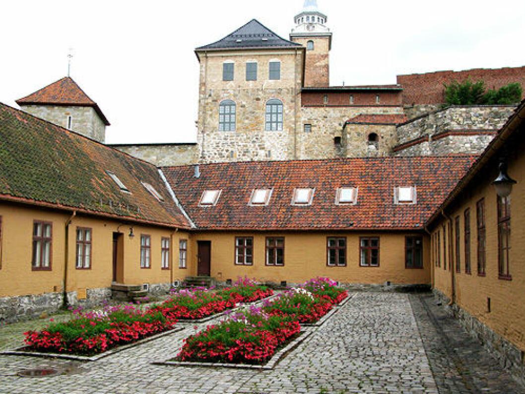 Forsvarsbygg har fått grønt lys til å bygge nytt sesjonssenter i bygning 3 ved Akershus festning. Foto: Wikipedia