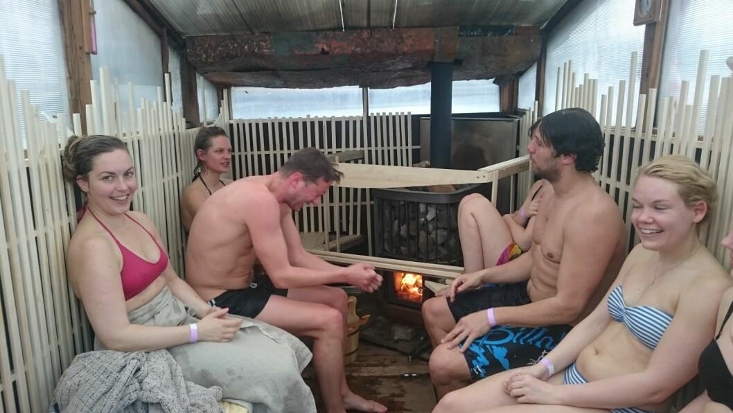 Det gjør godt med en varmende badstu etter et isbad. Foto: Christian Boger