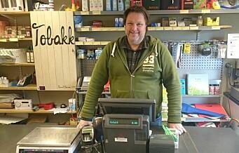 På Lindøyas Lindorca handel sikrer Svenn Ove deg ferskt brød, grillmat og dopapir
