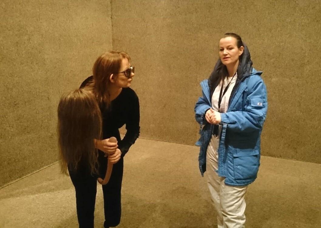 Performancekunstneren Tori Wrånes holder den siste utstillingen ved Museet for samtidskunst. Foto: Christian Boger
