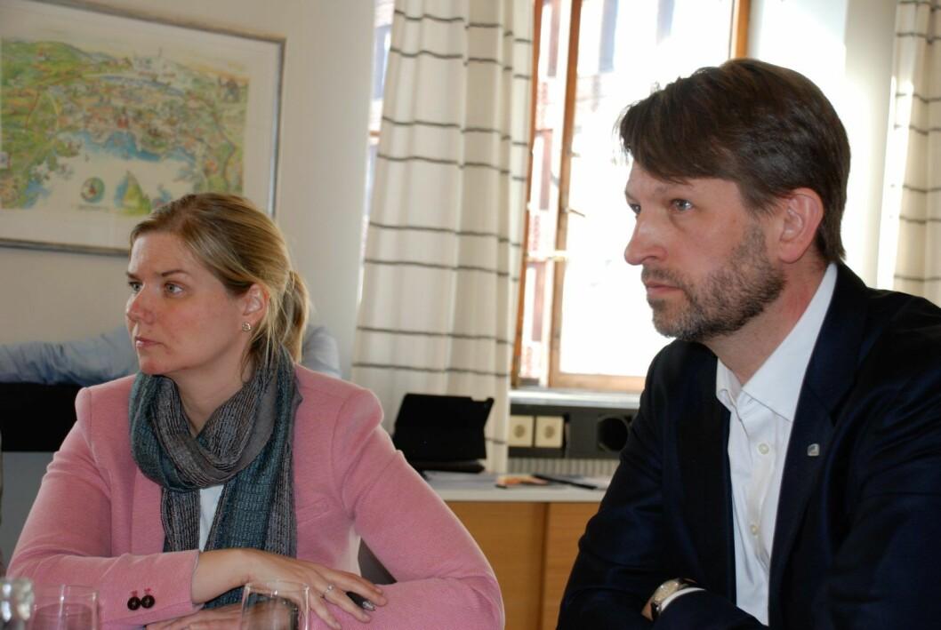 Venstres Guri Melby og Høyres Eirik Lae Solberg lyttet forbauset til forklaringen om at bymiljøetaten overså bystyrets vedtak fordi byråkratene hadde sin helt egen tolkning av trafikksikring i Løkkeveien. Foto: Arnsten Linstad