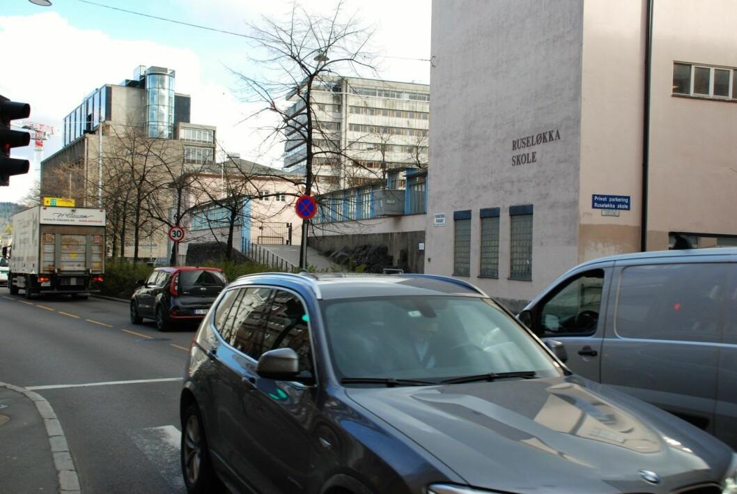 Når nye Ruseløkka skole står ferdig vil sterkt trafikkerte Løkkeveien igjen være skolevei. Foto: Arnsten Linstad