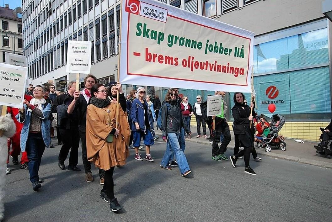 Fra klokka 12.45 begynner demonstrasjonstoget å gå fra Youngstorget. Foto: Broen til framtiden