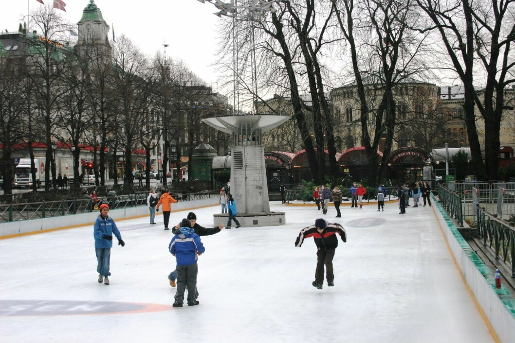 Barn på skøytebanen i Spikersuppa i sentrum. Foto: Wikimedia