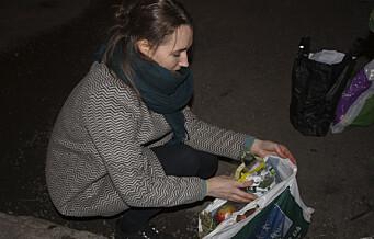 Julie og Lisa jakter middag i matbutikkenes søppelkontainere. Av prinsipp