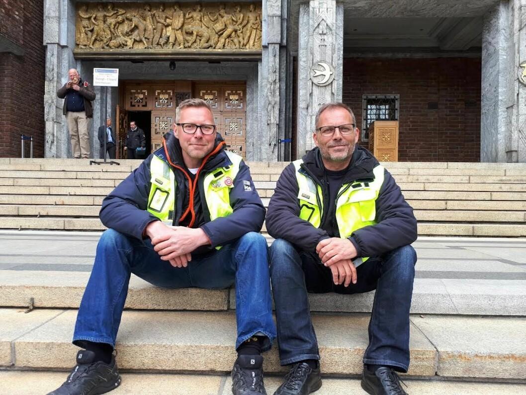 Tommy Torgersen (t.v) og Roar Langaard i Oslo Bryggearbeideres forening frykter at det snart er slutt for de registrerte havnearbeiderne i Oslo. Foto: Christian Boger