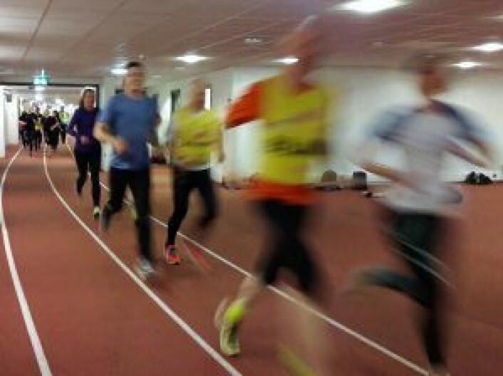 Det går unna når løperne i Team RP gjør de siste intervalldragene før Holmenkollstafetten. Foto: Anders Høilund