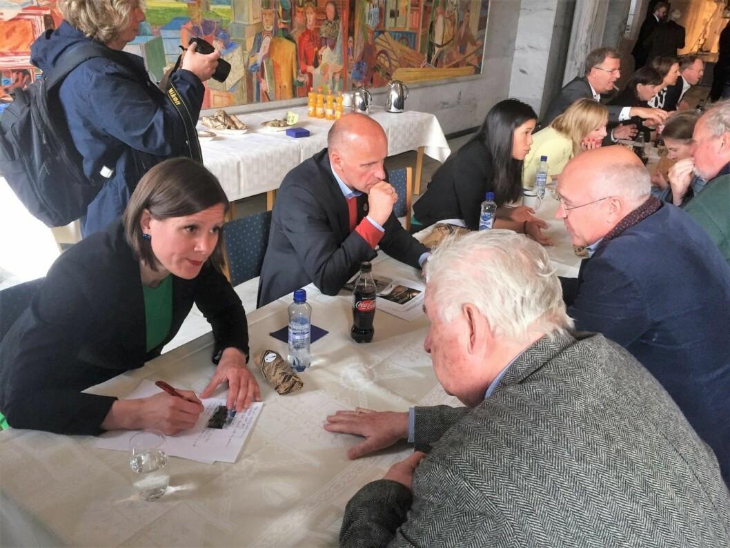 Speed dating i forbindelse med ny kommuneplan. I forgrunnen byråd Hanna Marcussen og Geir Lippestad. Foto: Vegard Velle