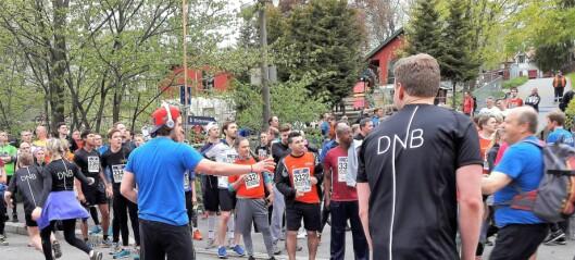 I fem timer hørtes lyden av løpende føtter. 45 000 deltok i årets Holmenkollstafetten