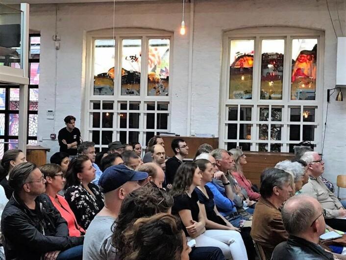 Mange var møtt opp for å diskutere hvordan romfolk har det i dagens Norge. Foto: Nesteren Hasani