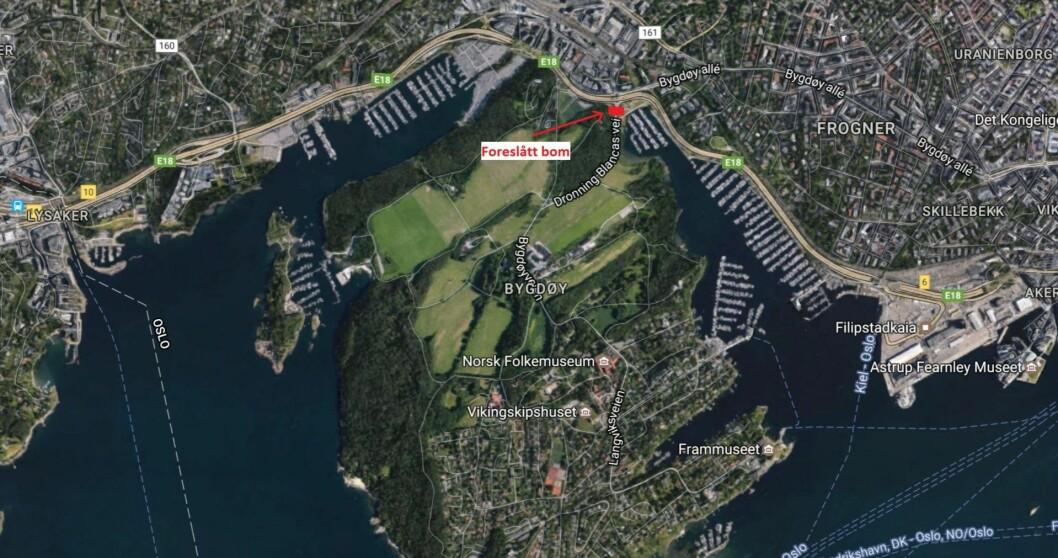 Her skal bomstasjonen plasseres, ifølge forslaget. Foto: Google Maps