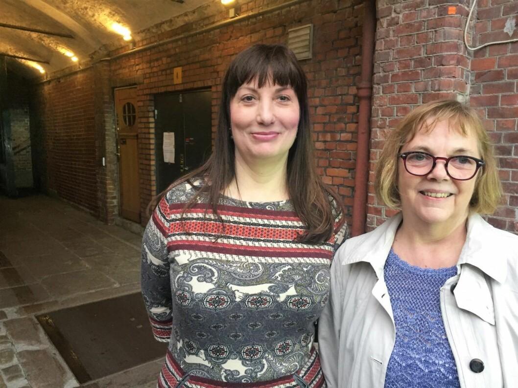 Mari Tangen (t.v) leder Fossheim borettslag og Marianne Husum, som er styreleder i Ringnes park vest sameie, er begge mot en pub ved inngangen til Ringnes park. Foto: Vegard Velle
