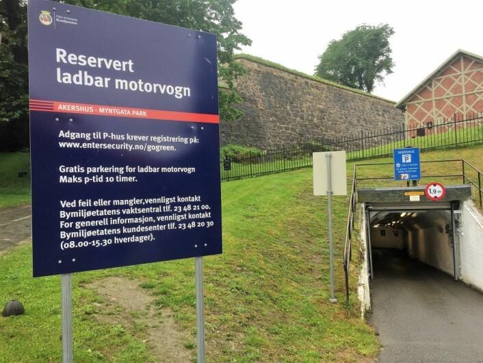 Festningen ladegarasje var tidligere et bomberom og ligger i enden av Myntgata: Foto: Vegard Velle