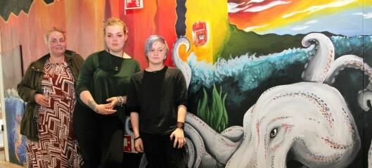 Ungdommer fra livsstilsmiljøene «Hjørnet» og «Spor 19» malte kjempemaleri på Oslo S. Ta en titt