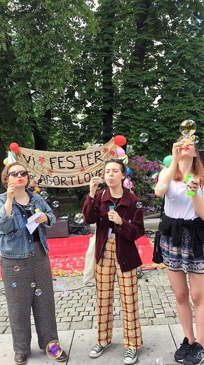 Kvinneorganisasjoner feirer kvinneloven i Spikersuppa. Foto: Yasemin Yildiz