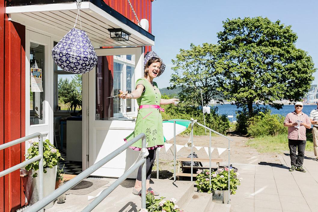Byråd for byutvikling, Hanna Marcussen har klippet over snora og erklærer Gressholmen kro for åpnet. Foto: Stine Raastad