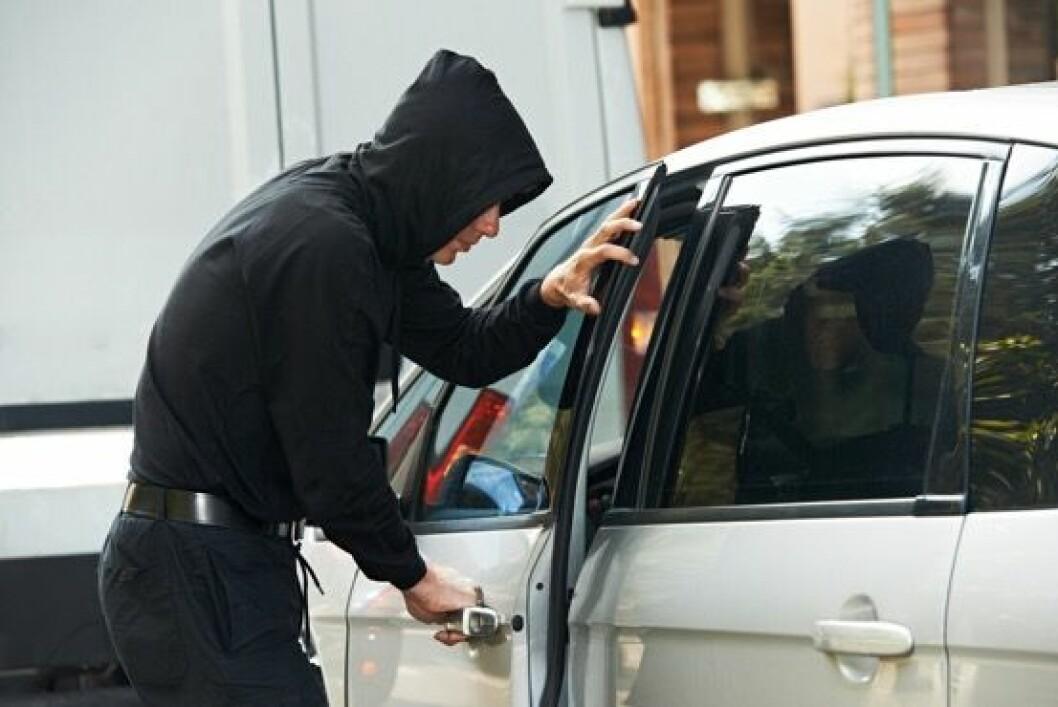 Ikke nøl, ring politiet om du ser et biltyveri. Foto: Wikimedia commons