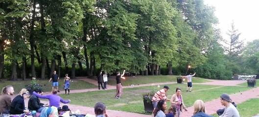 Røkelse, jamming og flammeshow i Frognerparken