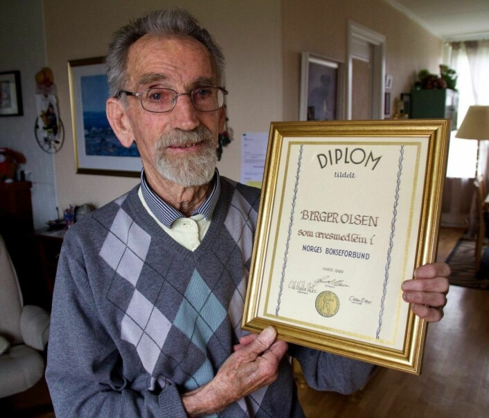 Birger Olsen ble tildelt æresprisen fra Norges Bokseforbund. Foto: Ragna Kristine Sandholt